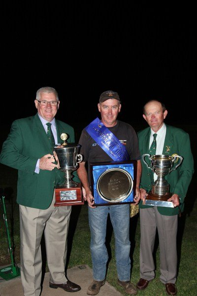 Overall Trap High Gun winner Darryn Nicholls with ACTA executives 2014 400 x 600.jpg